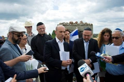 Speaking at the Jedwabne commemoration, July 10